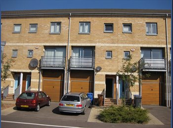 EasyRoommate UK - Very nice large room  (almost en suite) in modern house on orwell quay in centre of ipswich, Ipswich - £400 pcm