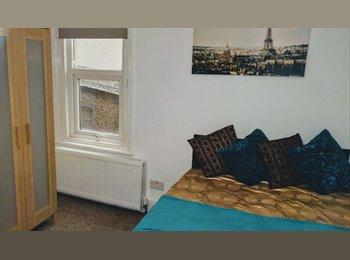 EasyRoommate UK - Fantastic Double Room in Old Town, Swindon - £430 pcm