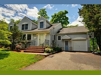 EasyRoommate US - Beautiful Room in beautiful home!, Long Hill - $900 pm