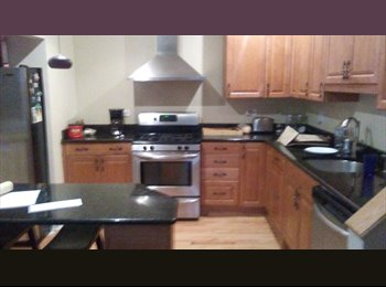 EasyRoommate US - Large  upper floor unit with den,, Logan Square - $1,150 pm