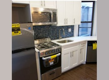 EasyRoommate US - Queen size bed ::: Renovated GEM UPTOWN , Washington Heights - $900 pm