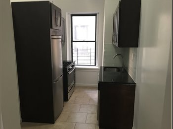 EasyRoommate US - huge room for rent ..couples ok, Washington Heights - $875 pm