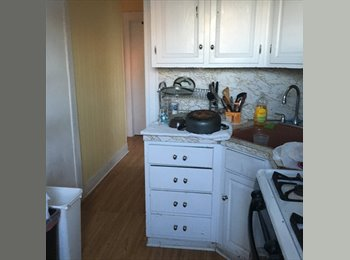 EasyRoommate US - Private sunny room, furnished, Astoria - $950 pm