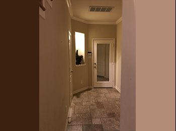EasyRoommate US - Gperformed orgeous Luxury Three-Story Townhome in Rice Military, Rice Military - $750 pm
