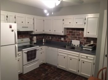 EasyRoommate US - Conveniently located two bedroom townhouse, Green Hills - $700 pm