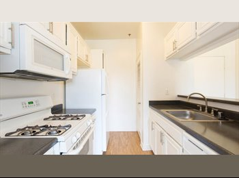 EasyRoommate US - Shared Bedroom in Woodland Hills, Woodland Hills - $600 pm