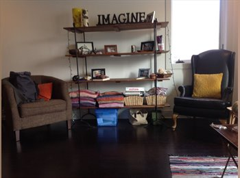 EasyRoommate US - Master/private bathroom/balcony.  Amazing apartment!, West Town - $1,250 pm