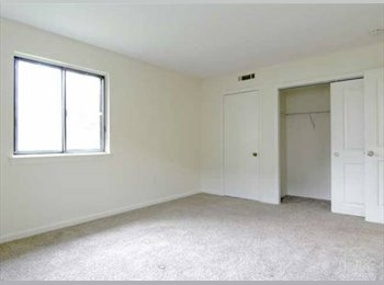 EasyRoommate US - Townhouse room for rent - summer , Fall River - $470 pm