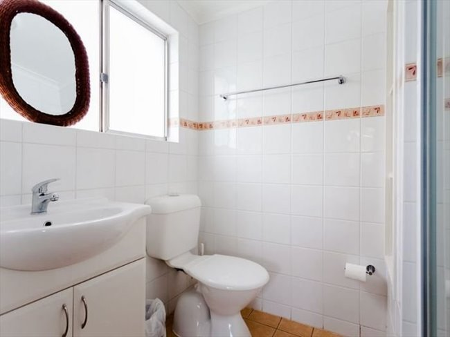 Room to rent in Araluen - Large House for Easy Going Professionals - Image 4