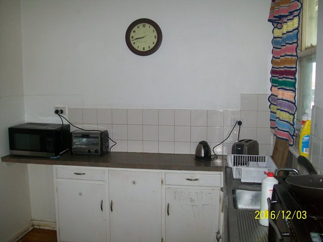 Room to rent in Elizabeth Town - Comfortable and stable budget accomodation - Image 4