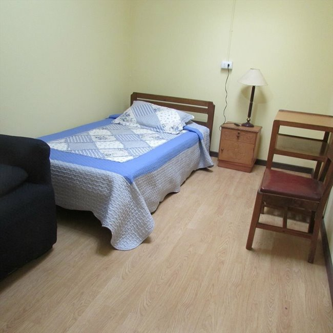 Pieza en arriendo en Curicó - Habitaciones centro curico | CompartoDepto - Image 1
