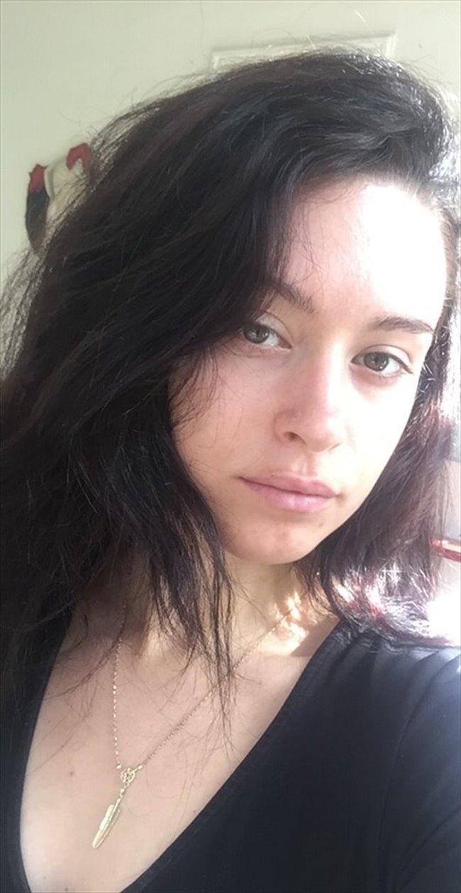 Toriana - Estudiante - Mujer - Barcelona - Image 1