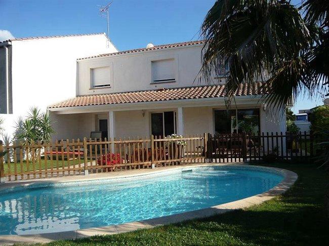 Colocation mauguio villa contemporaine avec piscine for Piscine mauguio