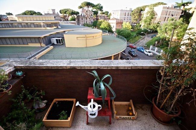 Stanze e Posti Letto in Affitto - Marconi-Ostiense - Garbatella affitto camera con balcone | EasyStanza - Image 1
