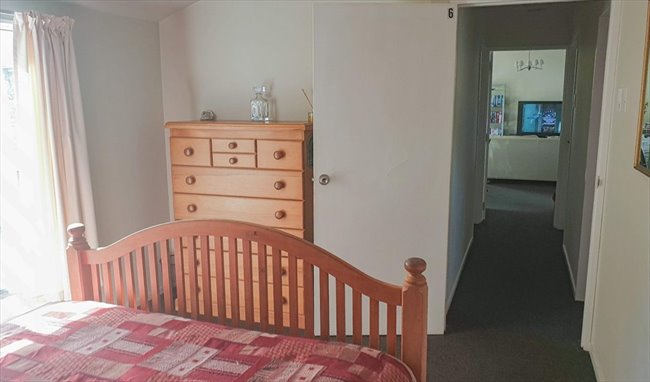 Room to rent in Christchurch - 7 Bedroom  refurbished home - Image 7