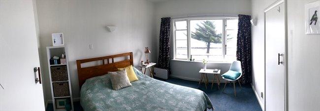 Room to rent in Wellington - Oriental Bay deco beachside apartment - Image 1
