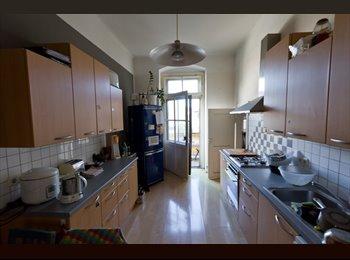 EasyWG AT - Großes sonniges Zimmer Altbau mit Erker ab sofort zu vermieten!, Linz - 390 € pm