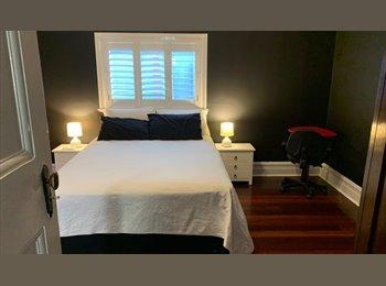 EasyRoommate AU - large F/Furn room with own en suite bathroom, St James - $190 pw