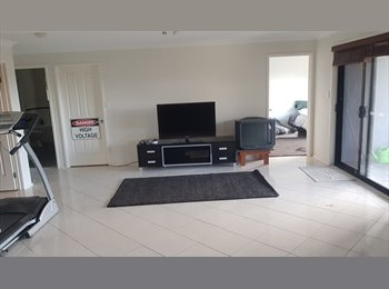 EasyRoommate AU - Great 4 bedroom house with great ocean views, Blackbutt - $190 pw