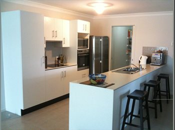 EasyRoommate AU - ROOM AVAILABLE IN BRAND NEW AIR CONDITIONED HOME AT CAMP HILL, Carina - $170 pw