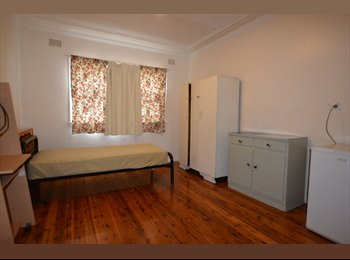 EasyRoommate AU - FURNISHED ROOM FOR RENT -CLSE TO SHOPS & TRAIN STN, Wollongong - $250 pw