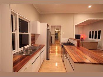 EasyRoommate AU - Don't miss out; great fringe-CBD Queenslander, Spring Hill - $280 pw