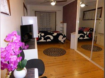 EasyRoommate AU - Large Room - inc SOFA BED, FRIDGE & TV, Highbury - $180 pw
