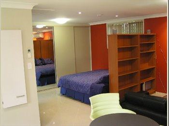EasyRoommate AU - Private Studio - Walk to Griffith Uni, Suit Couple, Robertson - $375 pw