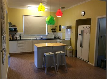 EasyRoommate AU - Furnished share house. Close to UTAS & AMC. Internet, water. & gas included, Launceston - $130 pw