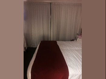 EasyRoommate AU - large modern KING room ensuite - great location!!!, Sunshine Coast - $180 pw