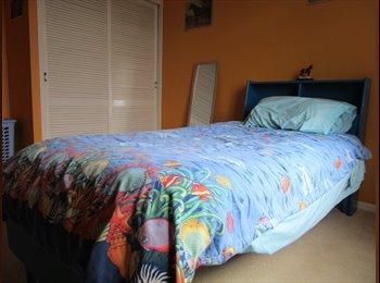 EasyRoommate AU - Room for Rent, Manoora - $120 pw