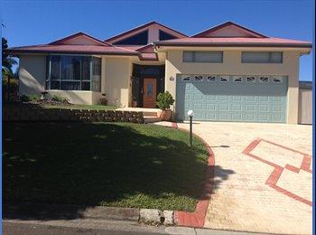 EasyRoommate AU - Ex large home with a pool close to Shops,Bus and Uni, Sunshine Coast - $200 pw