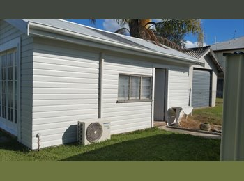 EasyRoommate AU - Beach Bungalow, Southport - $275 pw
