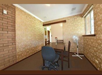 EasyRoommate AU - Single Room, Lord Street, Bentley, St James - $120 pw
