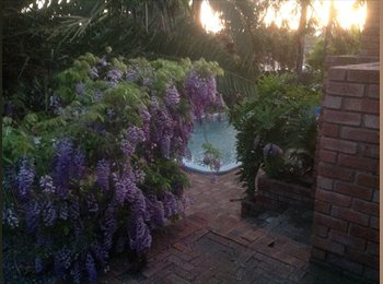 EasyRoommate AU - Single room, pool, aircon, nbn wifi, smart tv's, fully furnished, Brentwood - $130 pw