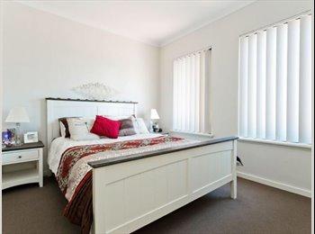 EasyRoommate AU - Roomie Wanted! Master bedroom, own lounge, pool, gym, spa, sauna, parking.. , Woodbridge - $250 pw