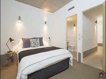 EasyRoommate AU - Large en-suite room available, Newstead - $270 pw