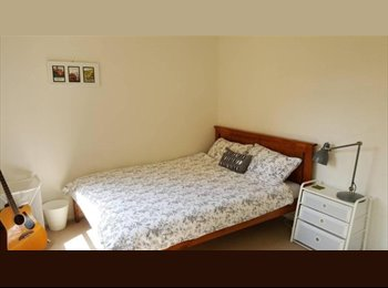 EasyRoommate AU - Fantastic Furnished Double Room in Ultimo, Darlington - $400 pw