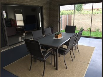 EasyRoommate AU - Double furnished room in beautiful family home. , Franklin - $220 pw
