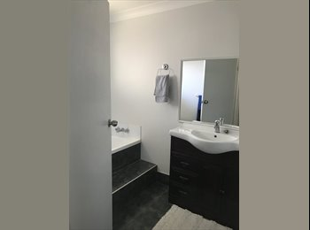 EasyRoommate AU - Large house on the canal at Isle of Capri close to Surfers Paradise Beach, Gold Coast - $220 pw