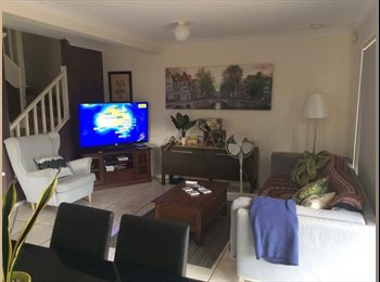 EasyRoommate AU - Large master bedroom with ensuite in great location, Gold Coast - $220 pw