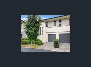 EasyRoommate AU - Room to rent in Merrimac, Gold Coast - $220 pw