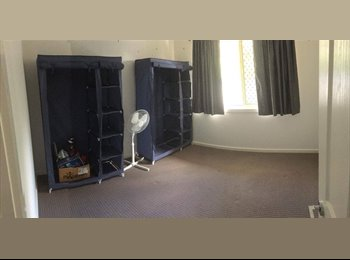 EasyRoommate AU - Room for rent in share house. Middle Park, Jindalee - $136 pw
