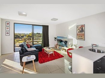 EasyRoommate AU - Top floor apartment in the centre of Maroochydore , Sunshine Coast - $200 pw
