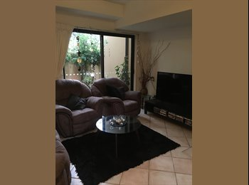 EasyRoommate AU - Queen size room in great location! , Gold Coast - $160 pw