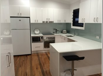 EasyRoommate AU - Single room. Girls only student house., Carina - $150 pw