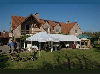 Appartager BE - Magnifique Colocation Villa-Jardin-Piscine, Waterloo - 500 € pm