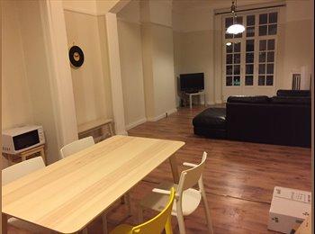 Appartager BE -  Coloc meublée sympa et très bien située, Charleroi - 390 € pm
