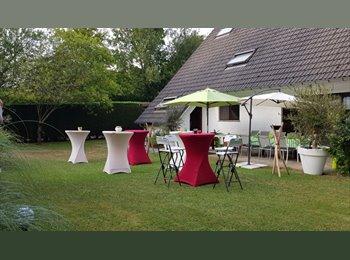Appartager BE - Grande chambre dans villa   à  proximite de l'UCL , Wezembeek-Oppem - 520 € pm