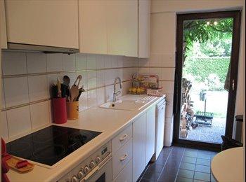 Appartager BE - Chambre double juillet août   dans charmant appartement avec jardin, Uccle-Ukkel - 420 € pm